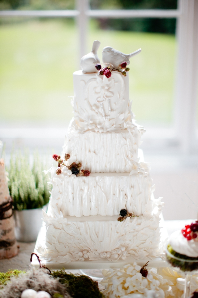 016_nonsuch-mansion-cakes-flowers-eddie-judd-photography-web_12082911nonsuchcakesflowers-1056