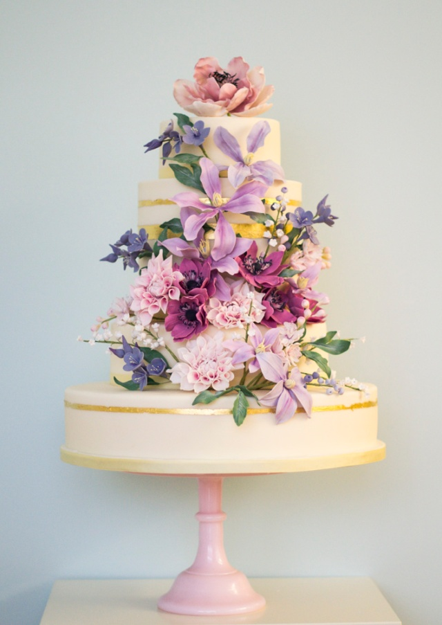 The English Country Garden cake is one most colourful of Rosalind's collection, bursting with beautiful shades of pink, purple and red.