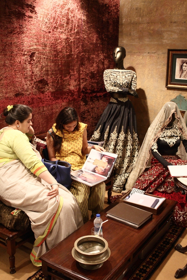 Guests perusing through Anju Modi's collection at Vogue Wedding Show 2014, Taj Palace, New Delhi_Aug 1-3 2014_1